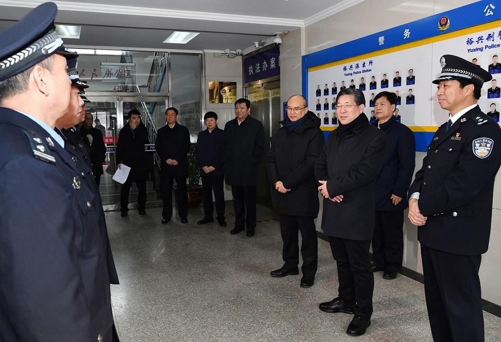 省委书记王东峰深入我市公安基层单位看望慰问公安民警和警辅...