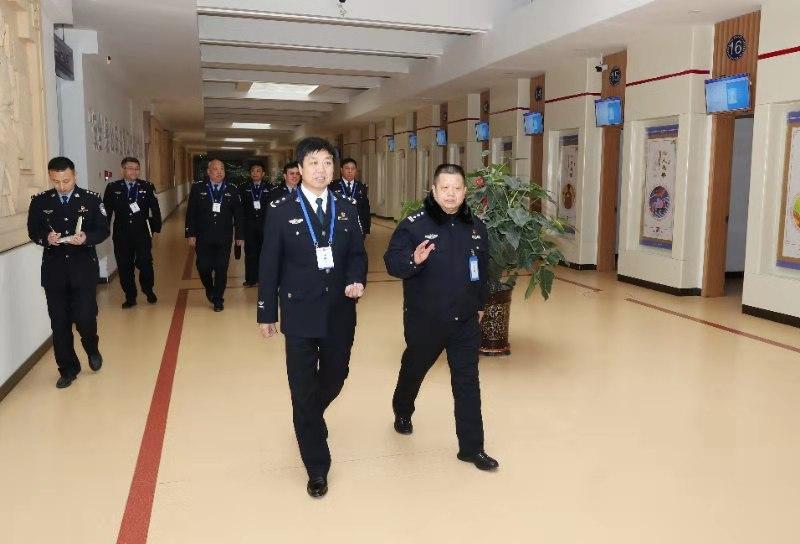 黄三平同志除夕慰问一线执勤公安民警警辅人员并致以新春祝福