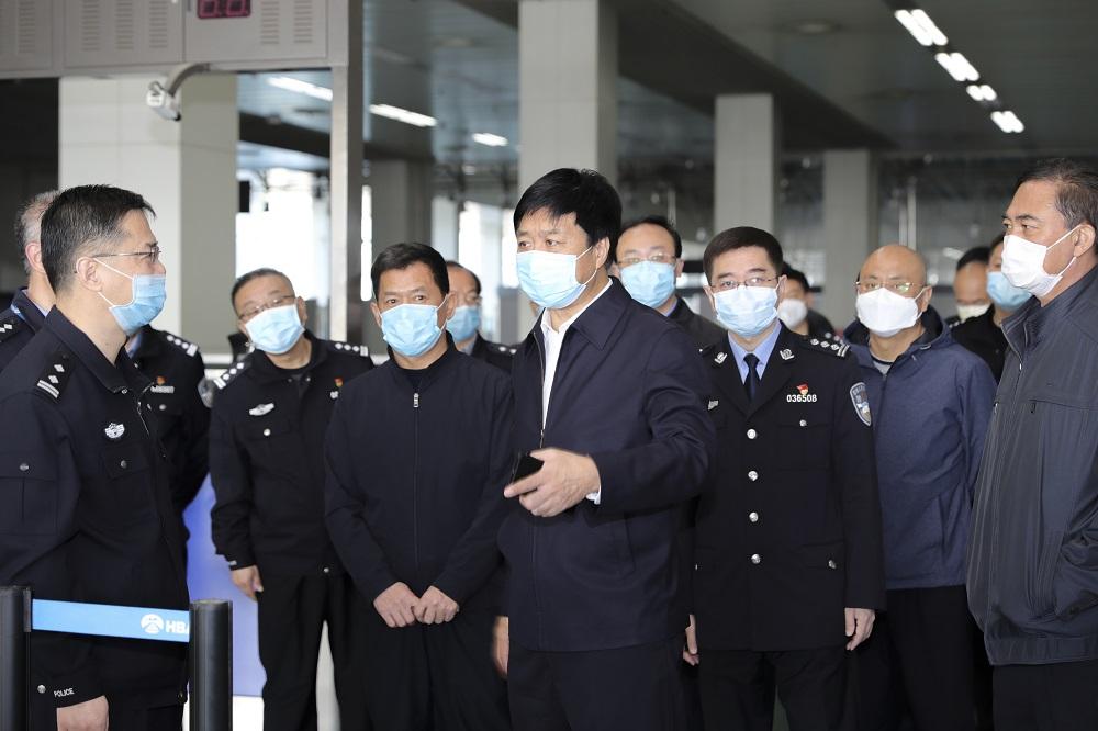 黄三平同志到石家庄机场对接入境人员疫情防控工作